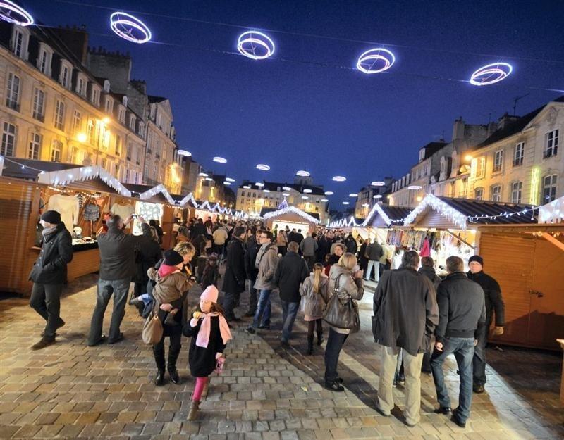 marche noel caen 2018 date Caen : le marché de Noël s'installe Place Saint Sauveur  marche noel caen 2018 date