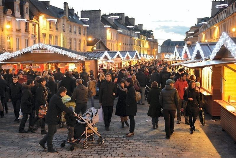 march2 de noel caen 2018 Caen : le marché de Noël s'installe Place Saint Sauveur  march2 de noel caen 2018