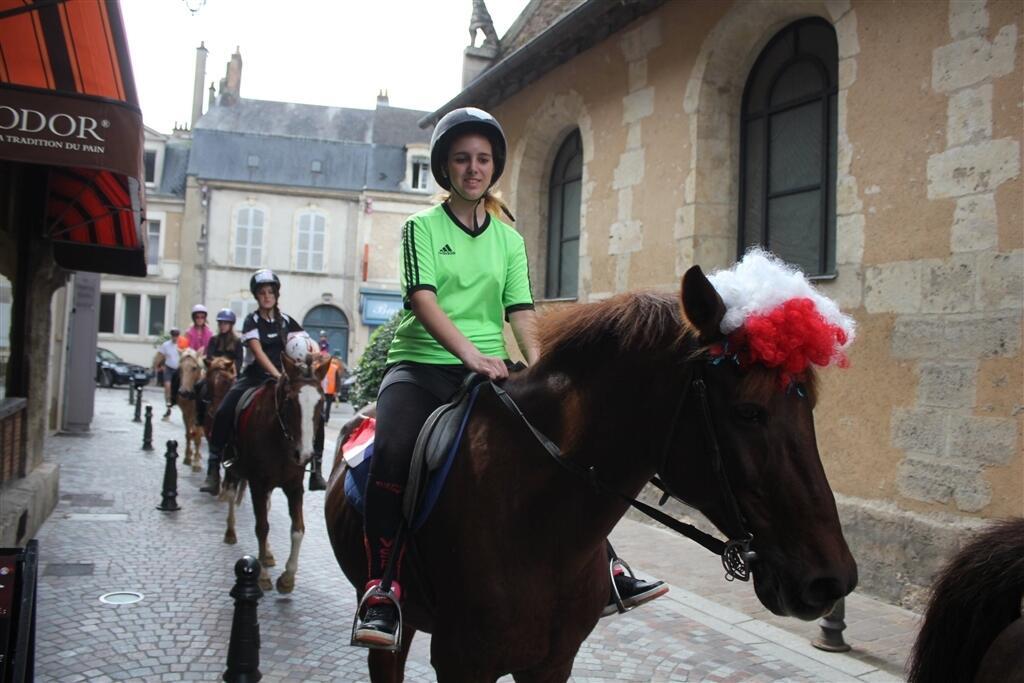 """Résultat de recherche d'images pour """"equitation en centre ville"""""""