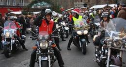 photo diaporama sorties grande parade de noël: des milliers de personnes dans les rues de vire