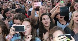 photo diaporama sorties saint-loup à guingamp: la foule pour les fréro delavega