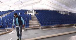 photo diaporama sport prix bayeux-calvados: la tribune de 1 500 places est installée
