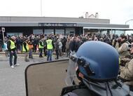 rassemblement anti-migrants à calais une vingtaine d'interpellations