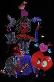 carnaval de cholet : le grand défilé de nuit en images