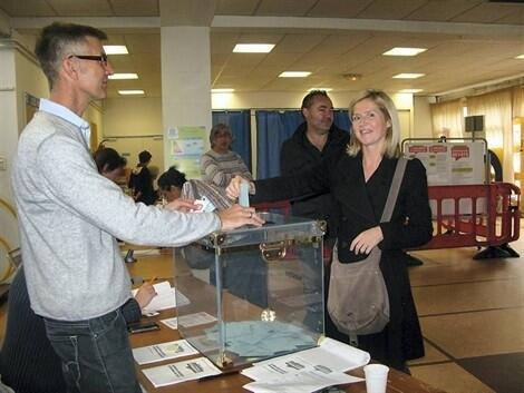 Primaires socialistes coup d envoi dans les bureaux de vote