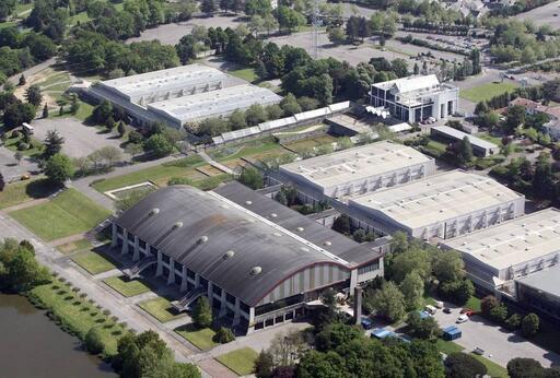 La nouvelle grande halle sera construite en lieu et place des deux bâtiments situés en haut à gauche sur la photo. Archives Franck Dubray