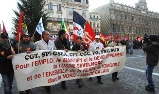 Environ cent cinquante salariés de Sevelnord ont pris part à la manifestation. La Voix du Nord