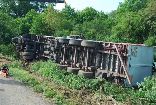 Ce mardi matin, à Azé (sud-Mayenne), un poids-lourd 26b599346b68