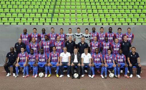 Joueurs, staff technique et dirigeants, le groupe professionnel au complet pour la photo officielle