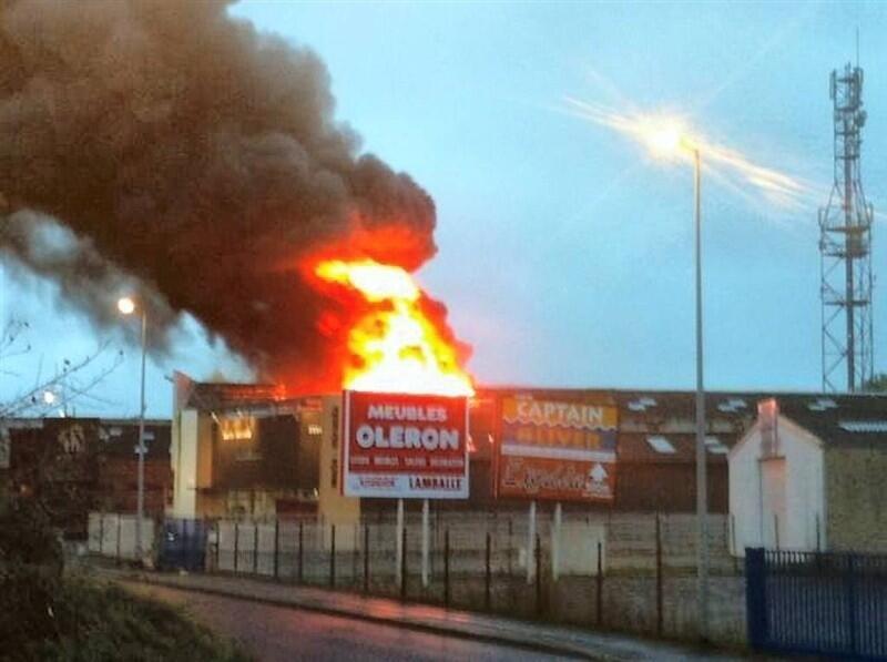 Enorme Incendie En Cours Zone Commerciale De Langueux Saint Brieuc Maville Com