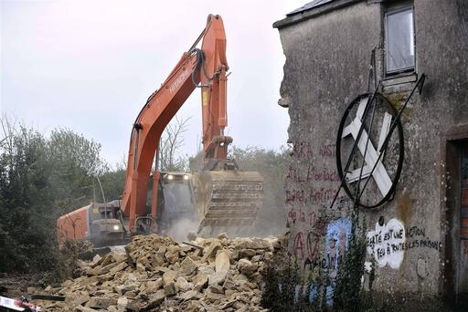 Airport project: first house destroyed Notre-Dame-des-Landes.  AFP PHOTO JEAN-SEBASTIEN EVRARD