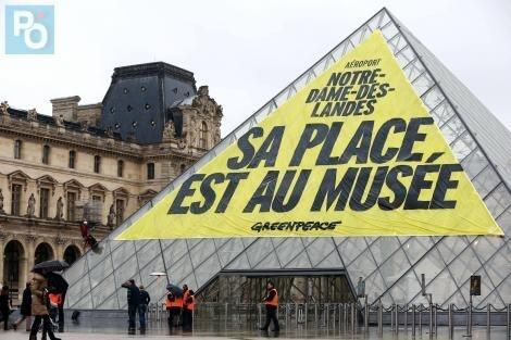 Action de Greenpeace à Paris :
