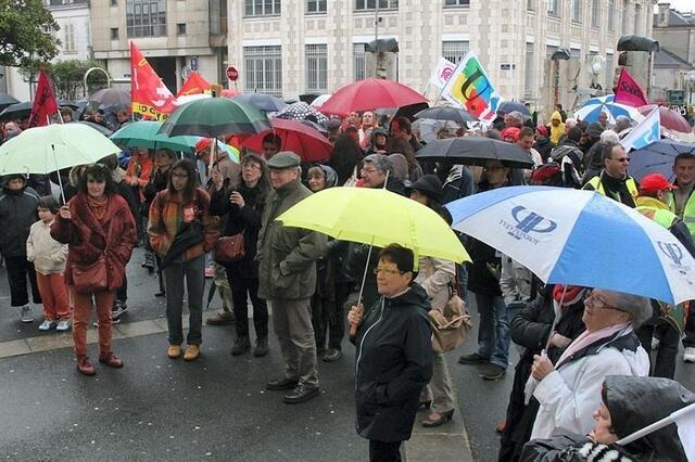 photo la roche-sur-yon. 200 manifestants contre les politiques d'austérité