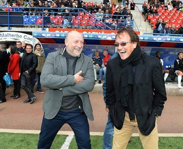 Franck Dumas et Daniel Jeandupeux, les entraîneurs respectifs et emblématiques de ces trois dernières décennies, ont passé un beau moment hier après-midi au stade Michel d'Ornano, à l'occasion du centenaire du Stade Malherbe Caen