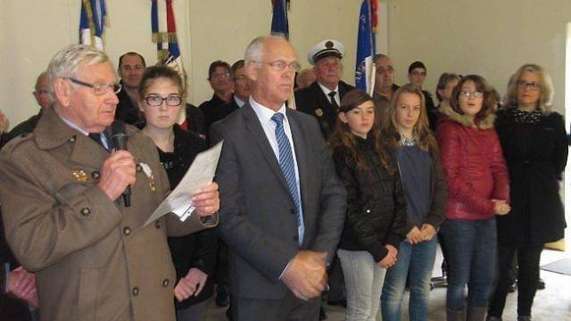 Les jeunes élus du CMJ sont toujours présents lors des cérémonies  commémoratives comme ici au côté de Bernard Rioual, maire, et René  Thépault, président de ... 25e8498526f