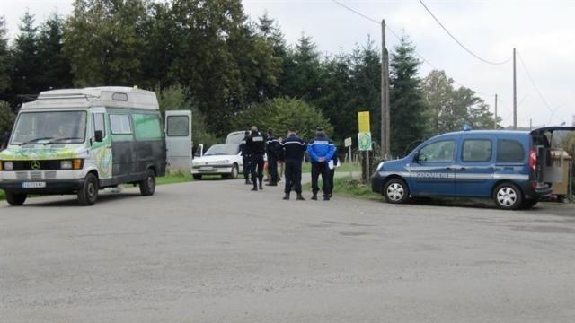photo les gendarmes procèdent au contrôle de tous les véhicules sortants. © ouest