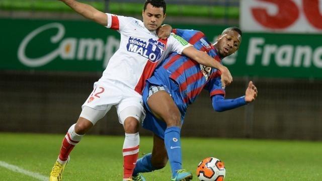 Molla Wagué et Alexandre Alphonse au duel.