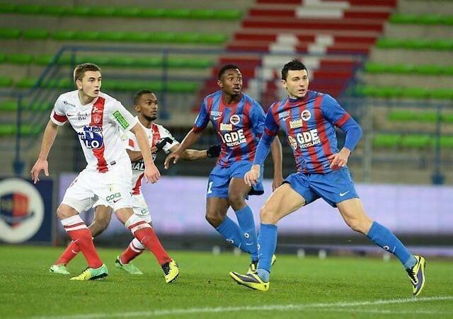 Mathieu Duhamel ne joue plus seul en pointe, désormais un 2e attaquant axial l'accompagne, ici Fodé Koïta en 2e mi-temps contre Brest juste avant les fêtes de Noël