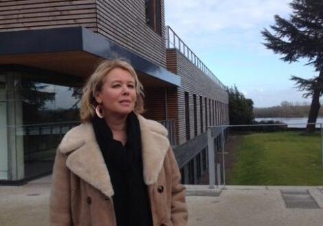 photo sylvie christophe, présidente de l'association pour la protection et la promotion du château d'ancenis, sur le site.
