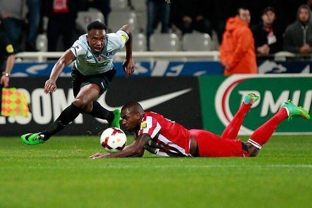Jonathan Kodjia a fait des dégâts dans la défense corse. Cédric Hengbart, formé jadis au Stade Malherbe, ne s'en est pas relevé
