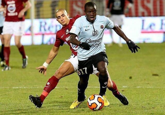 Ngolo Kanté et les Caennais voient de plus en plus la Ligue 1 s'envoler, à l'inverse des Messins d'Ahmed Kashi, plus que jamais leaders.
