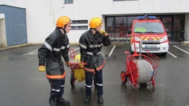 Pompiers Aux Herbiers Les Jeunes Sapeurs Se Forment Pour
