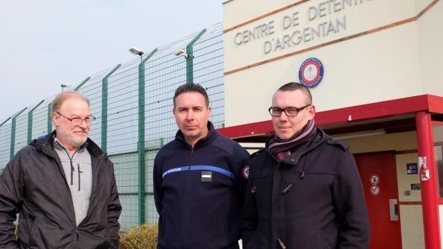 photo de gauche à droite : patrice gandais, surveillant à la retraite ; franck piquet, de l'ufap-unsa justice et joseph rousseaux, fo pénitentiaire. © ouest-france
