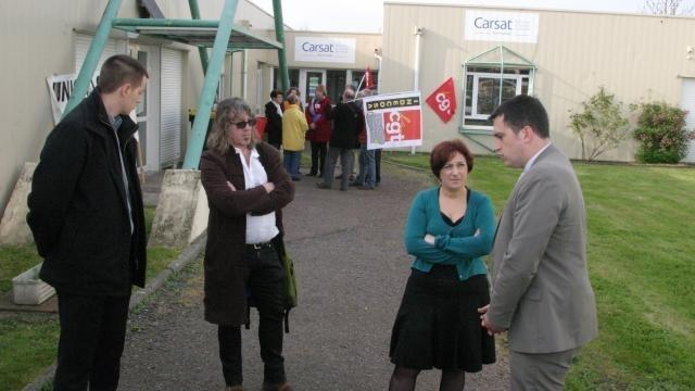 photo la députée isabelle attard (avec le gilet vert) était présente lors du mouvement de protestation. © ouest-france