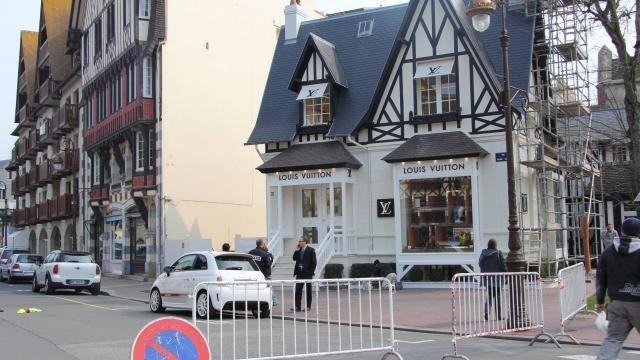 photo la boutique louis-vuitton de deauville avait été braquée le 28 mars  2013. 016ac6849c1