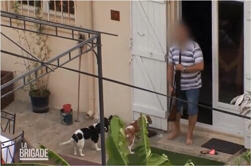 photo un gendarme tire dans la jambe d'un suicidaire [vidéo]