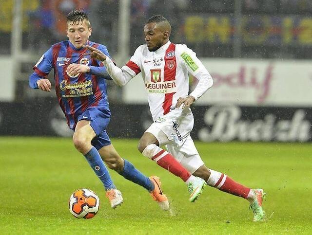 Formé à Brest sans y signer de contrat pro, le milieu caennais Mathias Autret n'a pas échappé aux sifflets.<br />