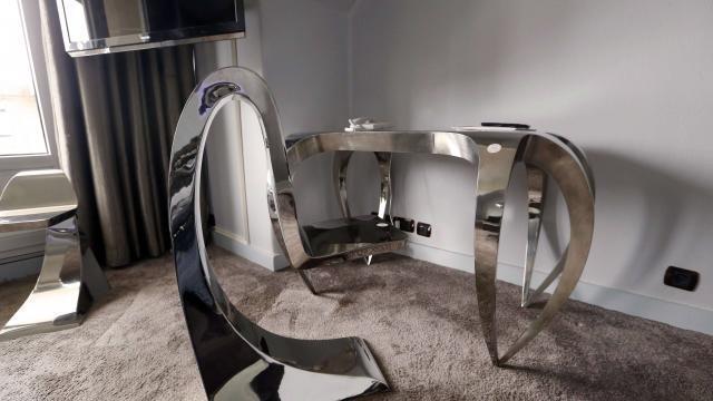 Insolite À paris l historique hôtel lutetia vend ses meubles