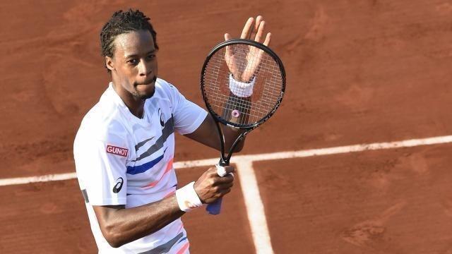 photo le français, vainqueur, salue les nombreux spectateurs qui l'ont encouragé © afp