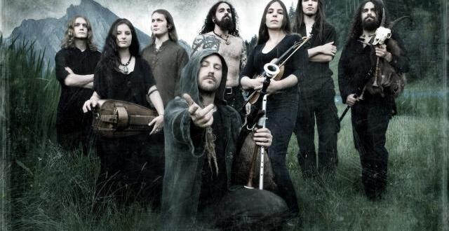 photo le groupe suisse eluveitie intègre dans sa musique de nombreux thèmes populaires de musique celtique.
