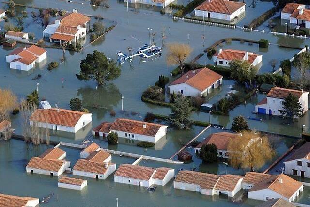 photo cette vue aérienne date du lendemain du passage de la tempête xynthia, qui a causé la mort de 53 personnes en france. © philippe chérel