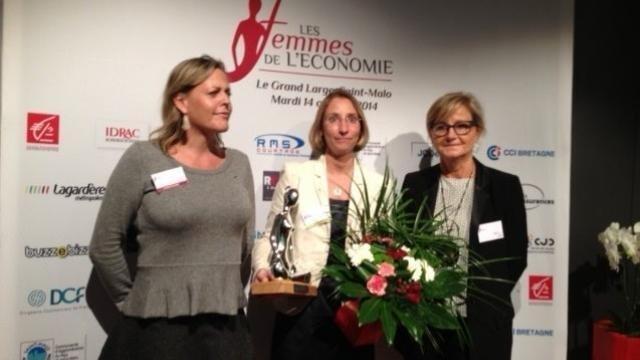 photo le prix de la femme dirigeante a été remis à karen heitzmann. © laurence jaffrès