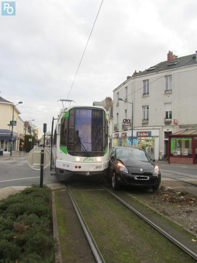 Nantes Accident Rond Point De Vannes Retour A La Normale Pour La L3 Nantes Maville Com