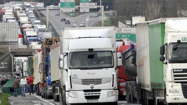 Grève des routiers : Encore des actions avant la reprise des ... - maville.com