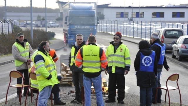 Grève des routiers : Nouveaux blocages, l'intersyndicale veut un ... - maville.com