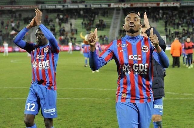 Fodé Koïta (à droite) est de retour ce week-end. Pour l'attaquant de Malherbe, ramener un résultat de Paris n'est pas impossible
