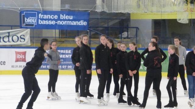 Caen: les stars françaises du patinage à la rencontre de leur public.