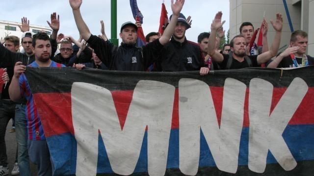 Les membres du Malherbe Normandy Kop ont fait une arrivée fracassante au stade d'Ornano samedi soir.© Ouest-France