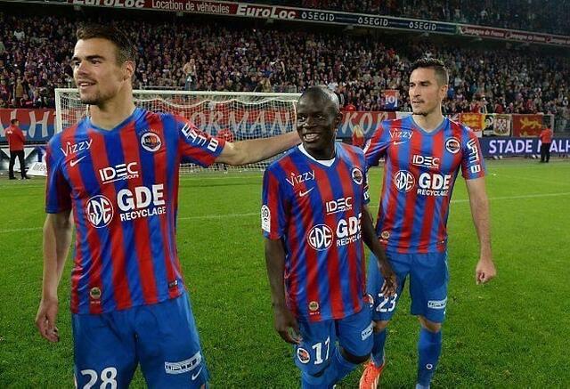 Damien Da Silva, ici à gauche aux côtés de Ngolo Kanté et Jean Calvé, a vécu une première saison de Ligue 1 au-delà de toutes ses espérances. Il savoure, et espère encore progresser la saison prochaine.