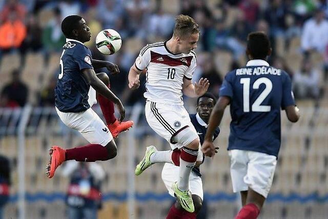 Jean-Victor Makengo, ici à gauche lors de la finale de l'Euro U17 remportée 4-1 contre l'Allemagne, est l'une des grandes promesses de la formation caennaise