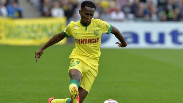 Comme Vincent Bessat, le latéral Chaker Alhadhur doit quitter Nantes pour rejoindre Caen.