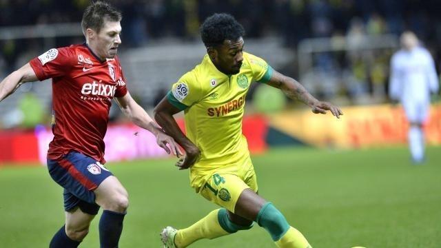 Selon nos informations, Jonathan Delaplace, ici face à GK Nkoudou, pourrait renforcer le SM Caen.