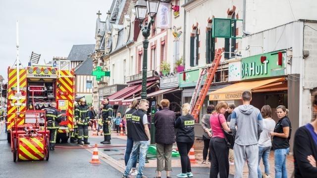 1ea7b296672 Début d incendie à Cabourg   L enseigne lumineuse de superette prend feu -  Trouville-Deauville.maville.com
