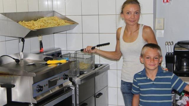 Loudeac : La belle histoire des frites belges d'Angie - maville.com