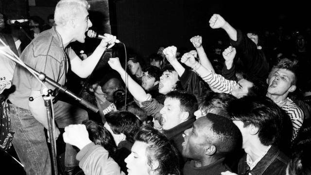 photo nuclear device sur scène. le chanteur du groupe : pascal carole. © françois poulain
