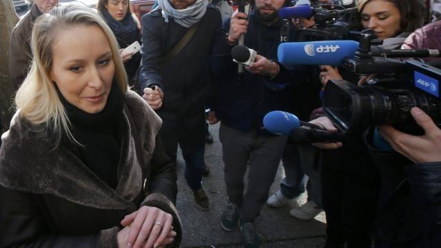 Les journalistes exclus du bureau de vote de marion maréchal le